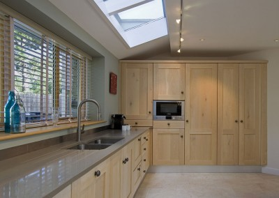 Curved Painted and Driftwood Oak Shaker Kitchen (3)